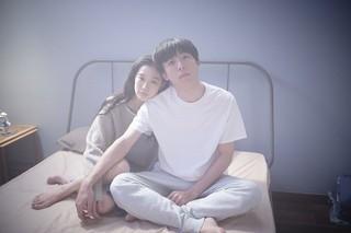 夫婦を演じる高橋一生&蒼井優の美しいキスシーン 「ロマンスドール」映像初公開