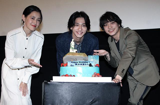 もうじき23歳の誕生日を迎える横浜流星(中央)