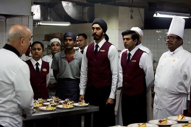 銃に信念で立ち向かったホテルマンがいた 「ホテル・ムンバイ」感動の本編映像