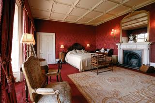 「ダウントン・アビー」ロケ地の英ハイクレア城に1組2名限定で宿泊! Airbnb驚きのプラン発表