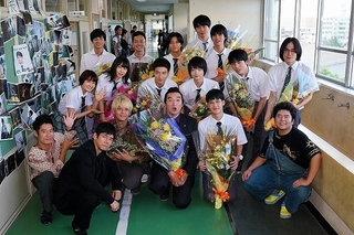 「任侠学園」西島秀俊、葵わかならの集合ショット公開!原作者がシリーズ化を熱望
