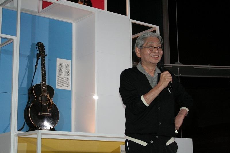 細野晴臣デビュー50周年記念展が開催 愛用の楽器、高校時代に描いた漫画や関連映画コーナーも