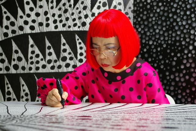 ドキュメンタリーで自身の半生を語る草間彌生
