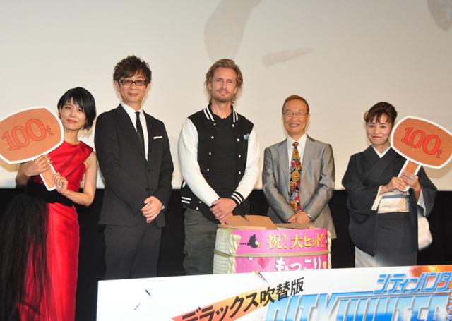 舞台挨拶に立ったフィリップ・ラショー (中央)、山寺宏一、沢城みゆきら