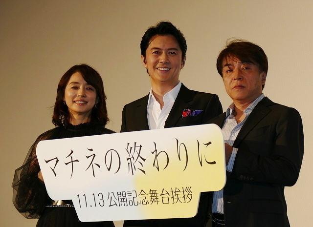舞台挨拶に立った(左から)石田 ゆり子、福山雅治、西谷弘監督