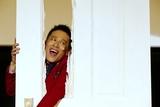 柳沢慎吾が「ひとりシャイニング」披露! 237号室の老婆を熱演し、汗だく