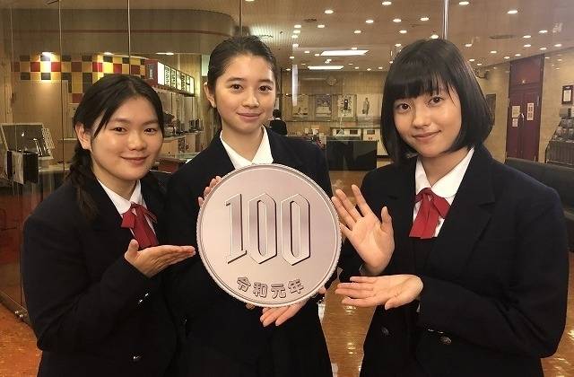 キャストの富田望生、 桜田ひより、倉島颯良(左から)