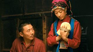 """""""五体投地""""で聖地ラサへ チベット家族のドラマ「巡礼の約束」小野大輔ナレーションの予告編"""