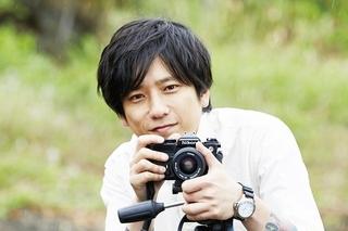 カメラ越し、二宮和也の笑顔が眩しすぎる! 妻夫木聡共演「浅田家!」20年10月公開&場面写真披露