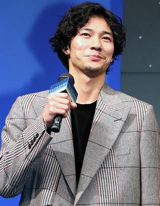 新田真剣佑、共演者らの入れ替わりたい願望にドヤ顔も「イヤだよ」