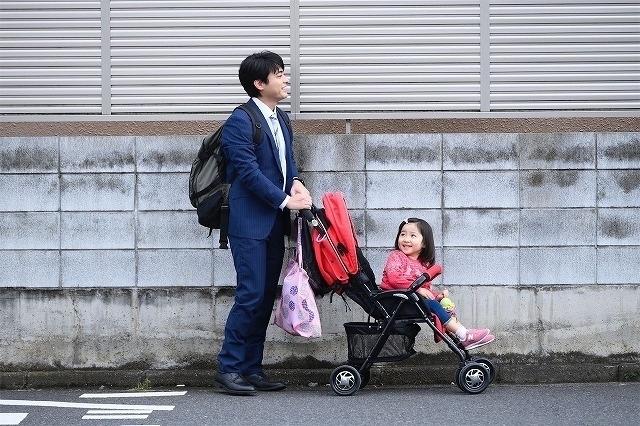 山田孝之がシングルファーザー役を演じる