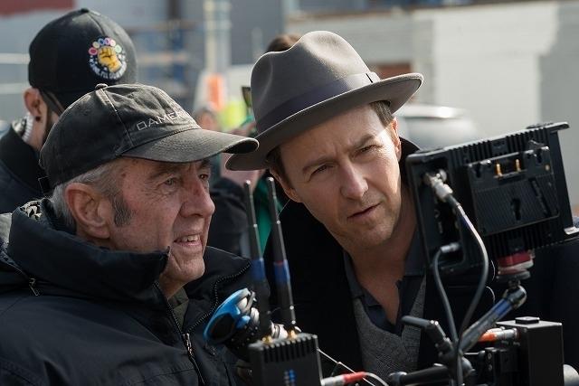 エドワード・ノートンが監督・ 脚本・製作・主演を担う