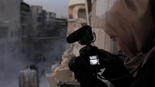 マイケル・ムーア絶賛、死と隣り合わせのシリアでカメラを回す母を映したカンヌ受賞ドキュメンタリー