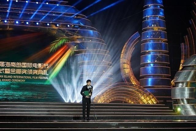 松田龍平、海外の映画祭で初受賞! 綾野剛&大友啓史監督と「影裏」ワールドプレミアに参加 - 画像1
