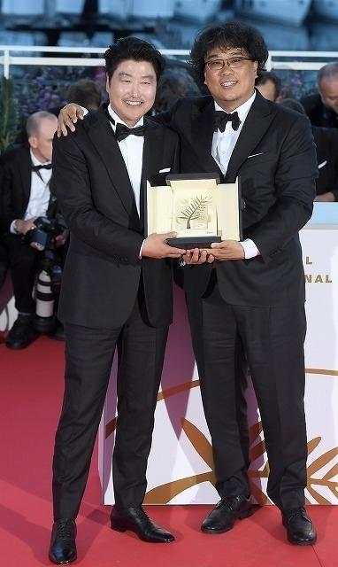 ソン・ガンホ(左)とポン・ジュノ監督