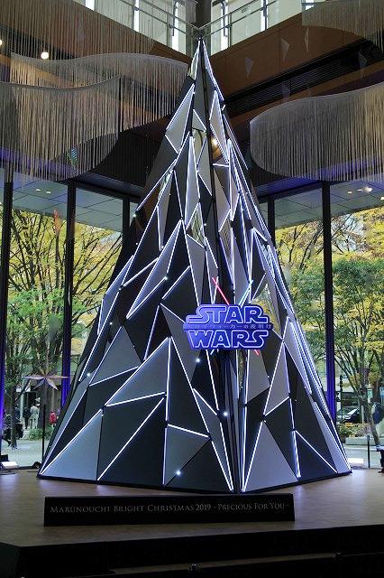 「スター・ウォーズ」が彩る丸の内クリスマス SW愛あふれるフォトスポット&カフェで40年の歴史に思いを馳せてみた