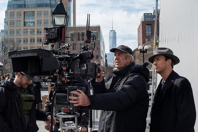 エドワード・ノートンが監督・脚本・製作・主演を担う