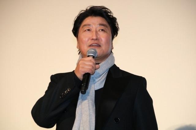 吉沢亮、ポン・ジュノ監督からイケメンぶりいじられ笑顔