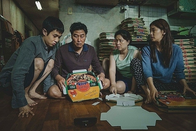 「パラサイト 半地下の家族」の一場面