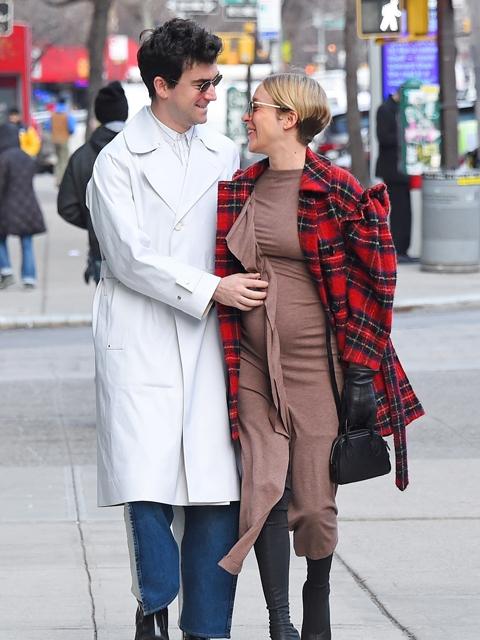 クロエ・セビニー、第1子妊娠