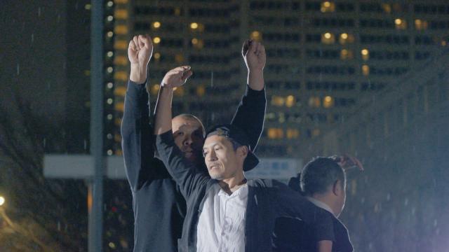 路上生活経験者によるダンス集団の生命力あふれる踊り「ダンシングホームレス」予告編