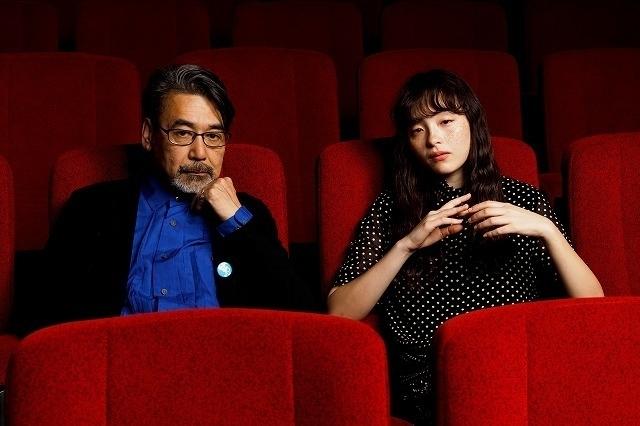 取材に応じた諏訪敦彦監督とモトーラ世理奈