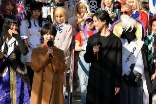 """高畑充希&菜々緒、""""コスプレの聖地""""名古屋・大須観音で、コスプレイヤーたちを質問攻め!"""