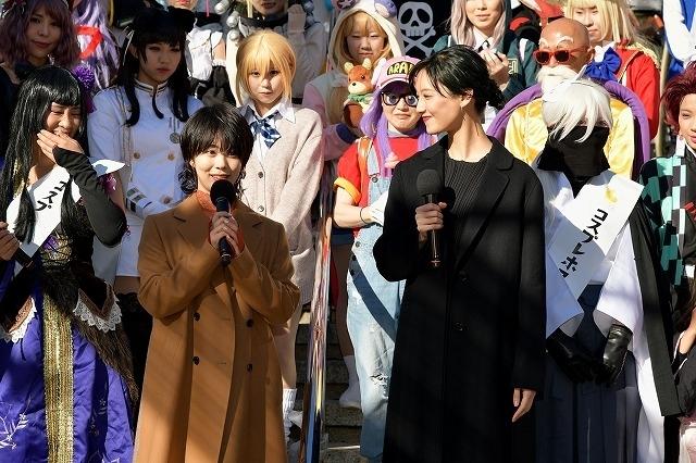 大須観音でのヒット祈願後、総勢50人のコスプレイヤーと交流