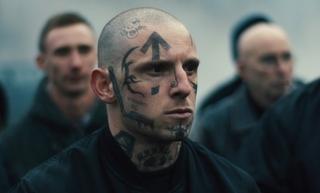 レイシストとして生きてきた若者の苦悩と贖罪 ジェイミー・ベル主演「SKIN」5月公開