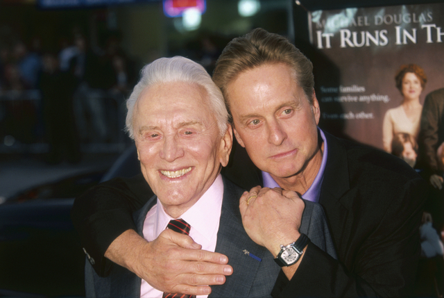 「It Runs in the Family(原題)」プレミアに息子マイケル・ダグラスと登場したカーク・ダグラスさん