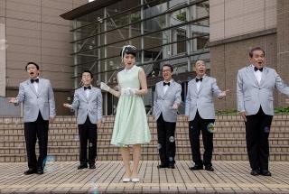 のんが昭和レトロなワンピースで歌い踊る!「星屑の町」オリジナル楽曲の歌唱シーン入手