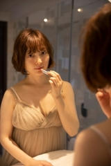花澤香菜、新写真集が3月発売 透け感ワンピやショートパンツの「かなり攻めたカットも」