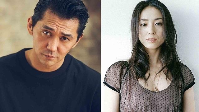 ナレーションを担当する村上淳(左)&中村優子