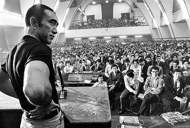 1969年5月13日、東大駒場キャンパスで行われた三島由紀と東大全共闘の討論会を収めた