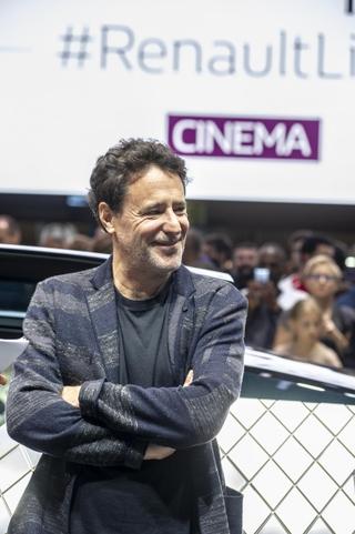 移民大国フランス、2世の現実をコメディに 「最高の花婿」続編、ヒットの要因は?