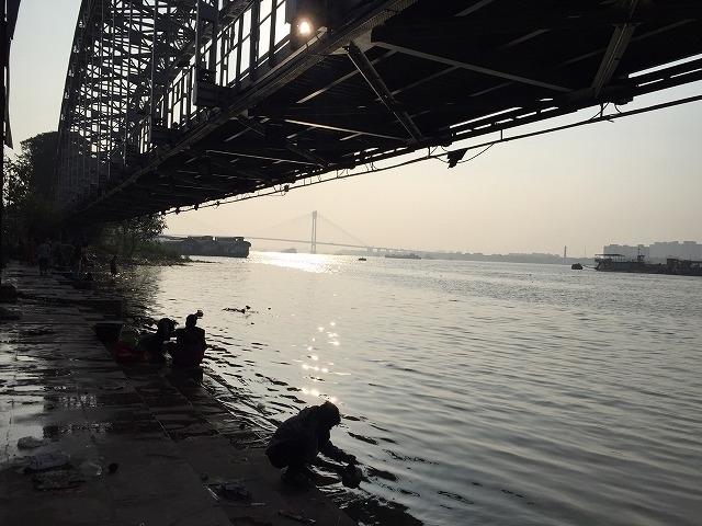 これはハウラー橋ではなくVidyasagar Setuというフーグリー川第2の橋
