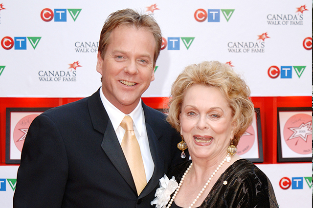 キーファー・サザーランドの母、女優シャーリー・ダグラスさん死去