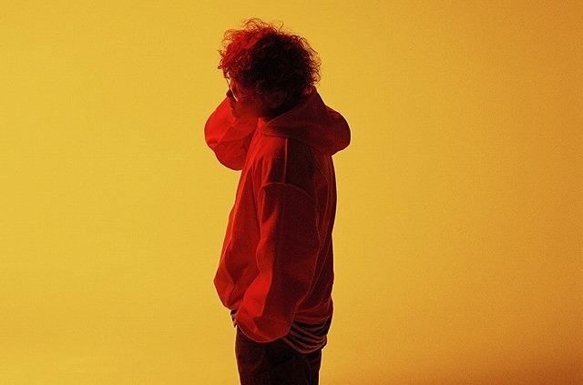 主題歌「灯火」を手掛ける19歳現役大学生アーティスト・Vaundy