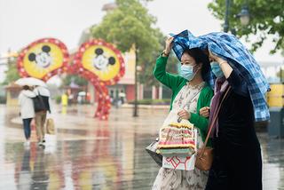 上海ディズニーランド、制限つきで営業再開
