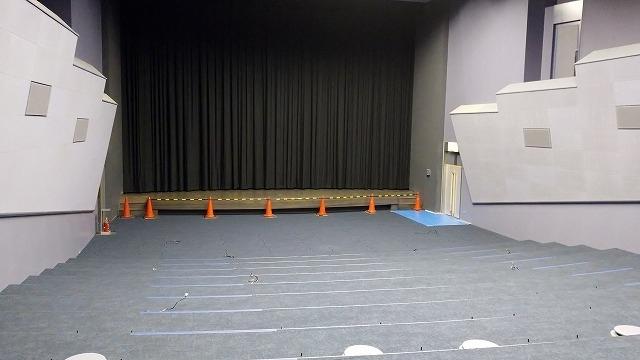 床面の張替えが終わった長瀬記念ホール OZU(2020年5月12日撮影)
