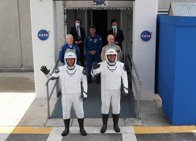 数々のヒーロー映画で衣装を手掛けたホセ・フェルナンデス氏が、宇宙服の原型をデザイン