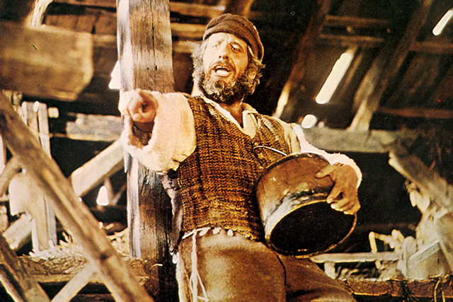名作ミュージカル「屋根の上のバイオリン弾き」が再映画化 「ハミルトン」トーマス・カイルが監督