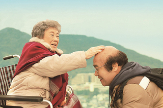 【「ペコロスの母に会いに行く」評論】老いとどこまでも前向きに対峙した快作 森崎東、25本目の監督作