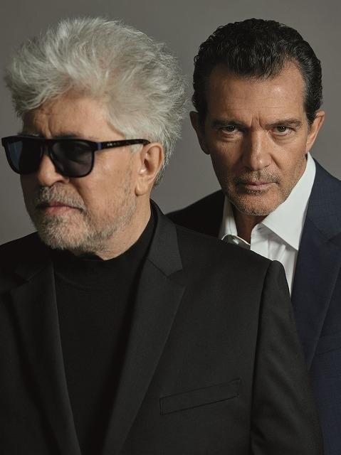 インタビューに応じたペドロ・アルモドバル監督(左)とアントニオ・バンデラス