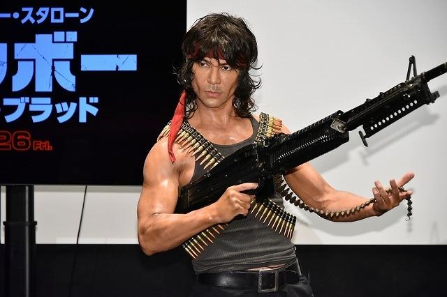 武田真治、ランボー完コピスタイルで登場! スタローンの筋肉美は「世界最高峰」