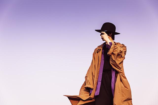 伊東歌詞太郎が初のエッセイ本 「デカダンス」ED主題歌収録シングルにイメージソングも