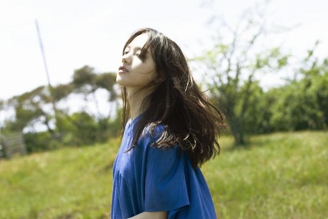 「宇宙でいちばんあかるい屋根」に主演した清原果耶