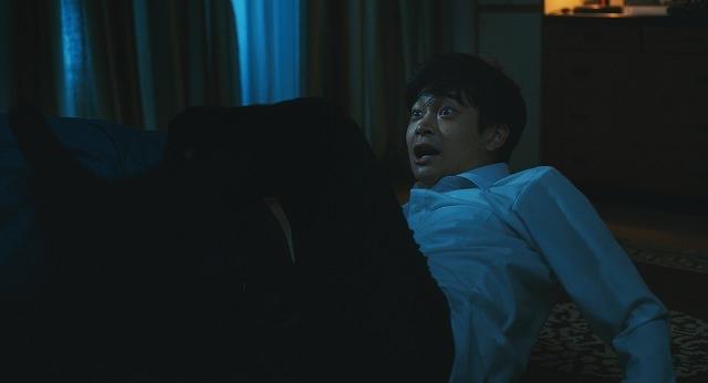 黒島結菜×井之脇海、白い服の女の恐怖に慄く! 7月3日配信の「呪怨 呪いの家」本編映像