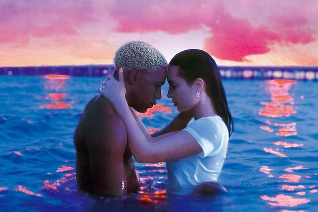【「WAVES ウェイブス」評論】斬新なミュージカル映画のような語り口で、観客の感性を刺激しまくる