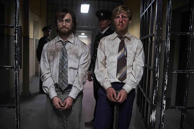 ダニエル・ラドクリフが前代未聞の脱獄計画に挑む!「プリズン・エスケープ」予告完成